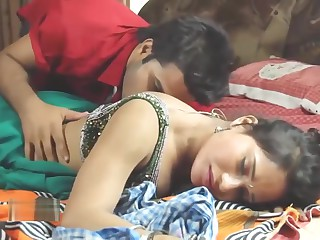 Hot bhabhi business on touching servant BHabhi Ki Chudai
